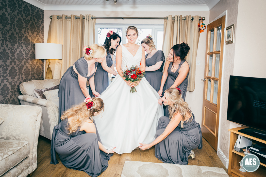 Beautiful photo of bride and bridesmaids getting ready