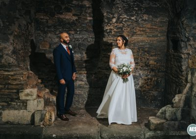 Bride and Groom wedding in the walls Newark Castle in Nottinghamshire